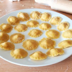 Raviolis de atum e queijo